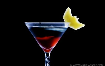 Un cocktail a base de cranberry, limonade et vodka noire, inspire du film The Dark Knight Rises de Christopher Nolan