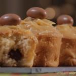 Muffin pomme, poire, cœur Schoko-Bons® et topping au caramel vanillé