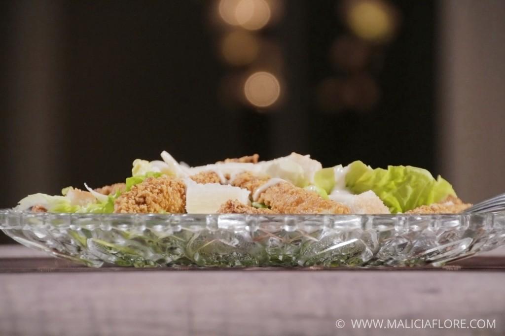 Salade Caesar au poulet pané