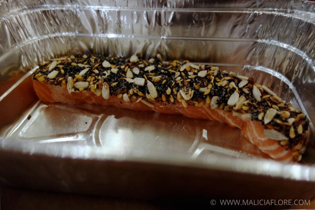 Préparation du saumon pané aux graines