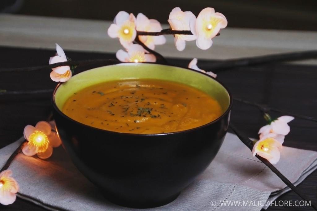 Velouté de carottes à la coriandre et au lait de coco